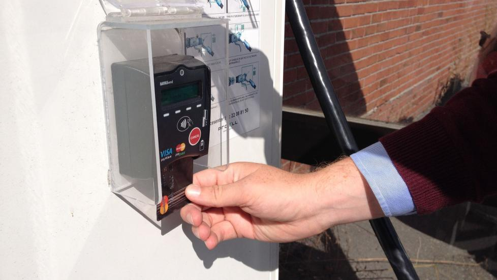 betalingsterminal elbil nfc kortleser NAYAX .Foto