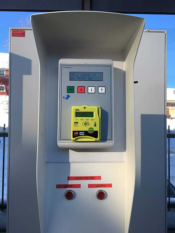 Betal for hurtiglading med NAYAX betalingsterminal.